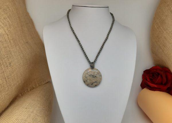"""Bijou homme ou femme-macramé gris sur pierre chrysanthème"""""""