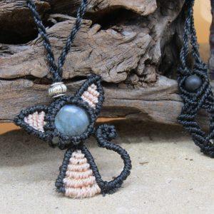 femme-bijou collier CHATTE ROSE, belle en pierre labradorite bleue