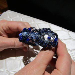 femme, bijou-bracelet harmonie en camaïeu de bleus