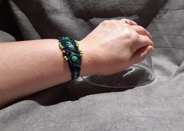 femme-bijou bracelet en macramé « Harmonie en vert et bleu »