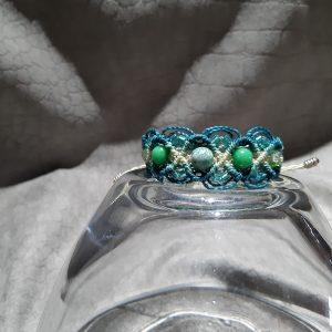 femme-bijou-bracelet en macramé- harmonie vert-