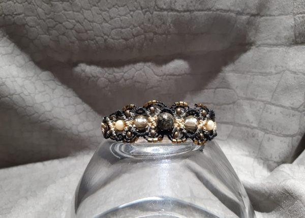 femme-bijou- bracelet lumières dans la nuit