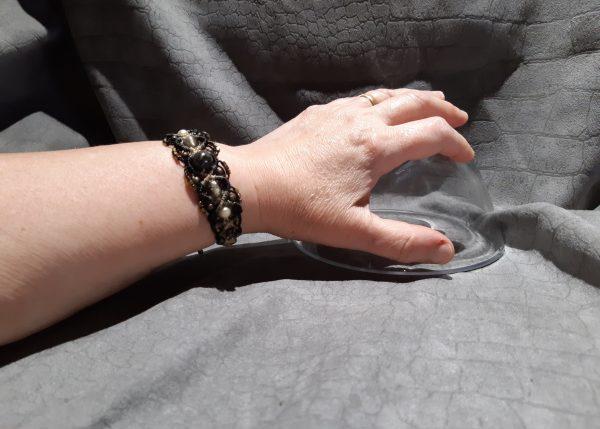 femme-bracelet lumières dans la nuit 10