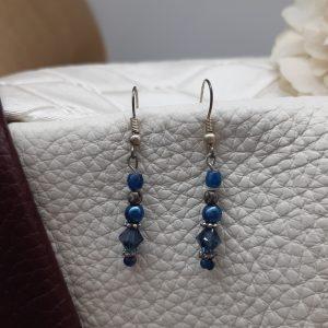 femme- bijou-paire de boucles d'oreille fantaisie- bleues