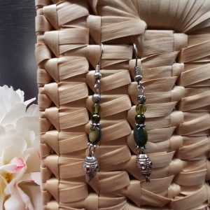 femme- bijou-paire de boucles d'oreille fantaisie-vert et argent