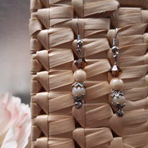 femme- bijou-paire de boucles d'oreille fantaisie-brun ,crème