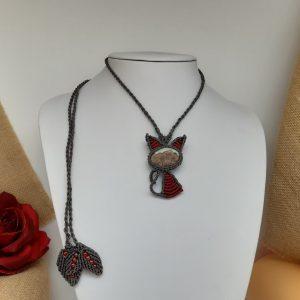femme-bijou, collier en macramé CHAT PRÉCIEUX rouge rubis sur jaspe