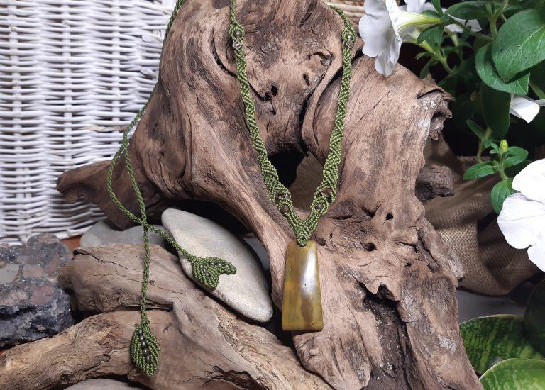 collier sur jaspe océan vert en macramé
