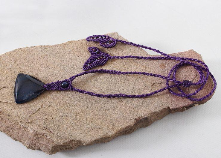 collier macramé sur agate Indomptable en violet